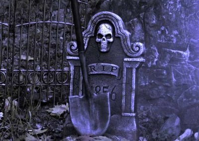 halloween-party-rental-virginia-fredericksburg-haunted shovel