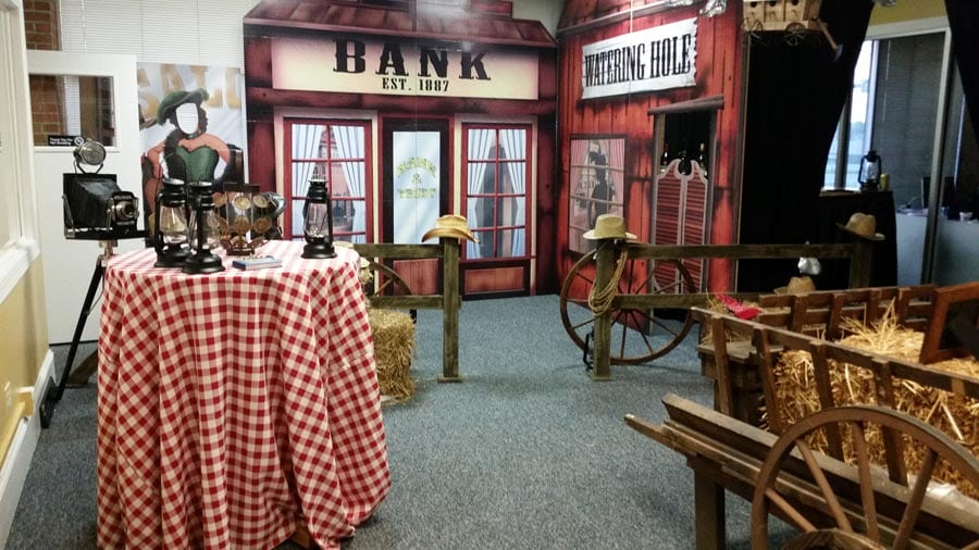 Superb Western Theme Party Decorating Ideas Part - 11: Western-theme-decorations-4-900x506