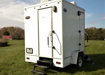 portable-restroom-portapotty-2-station-outside